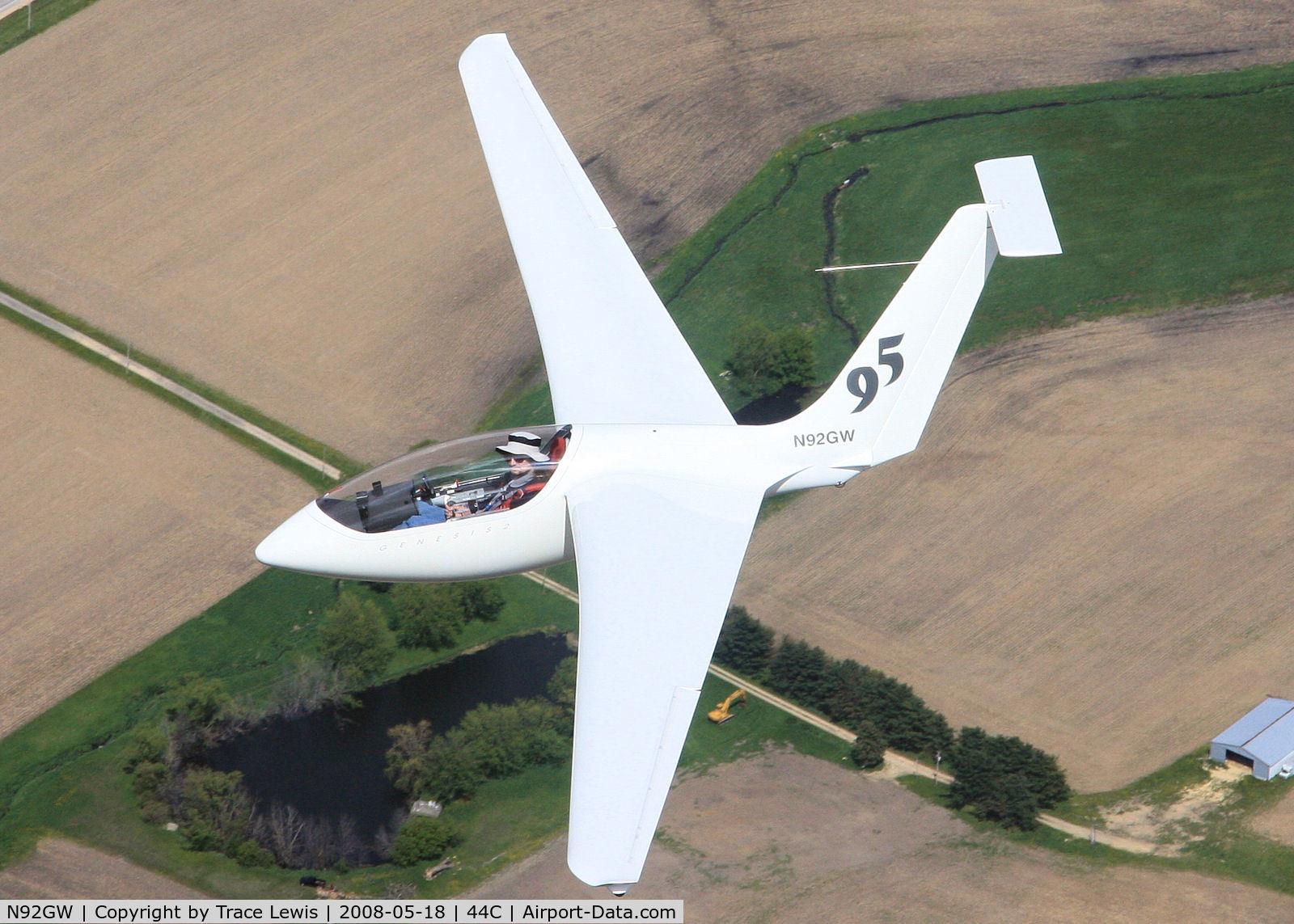 N92GW, 1999 Sportine Aviacija Genesis 2 C/N 2008, Air to Air with Genesis