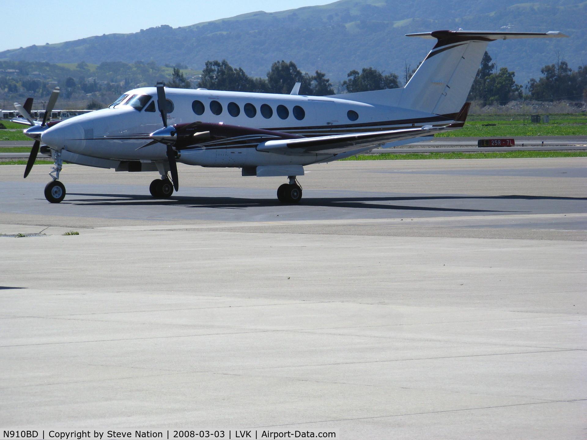 N910BD, Raytheon Aircraft Company B300 C/N FL-483, West Sacramento, CA-based DBS Air Raytheon B300 King Air @Livermore, CA