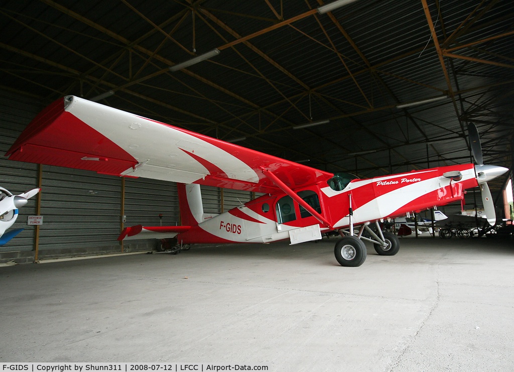F-GIDS, Pilatus PC-6/B2-H2 C/N 584, Inside Airclub's hangard... Used for paratrooping here...