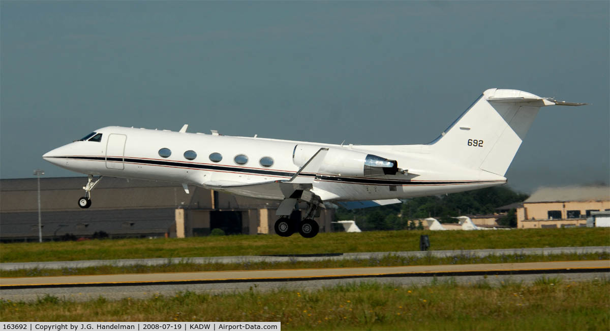 163692, Gulfstream Aerospace C-20D (Gulfstream III) C/N 481, C-20D on Lift off