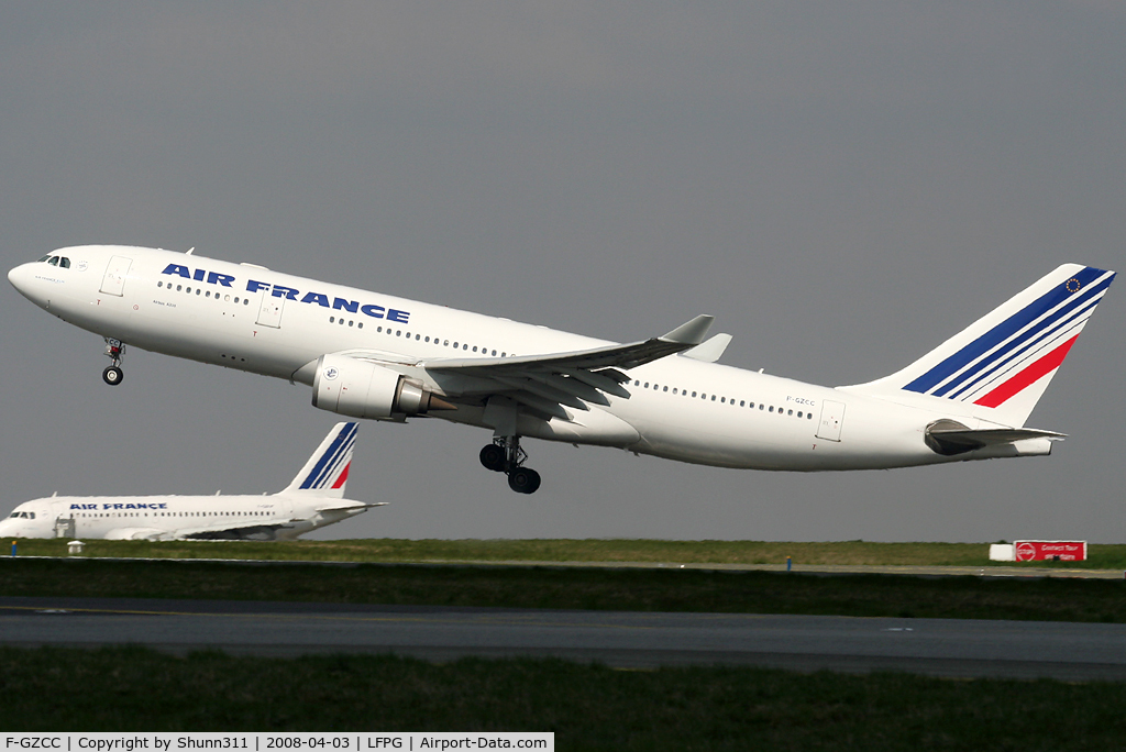 F-GZCC, 2002 Airbus A330-203 C/N 448, Take off for a new long haul flight...