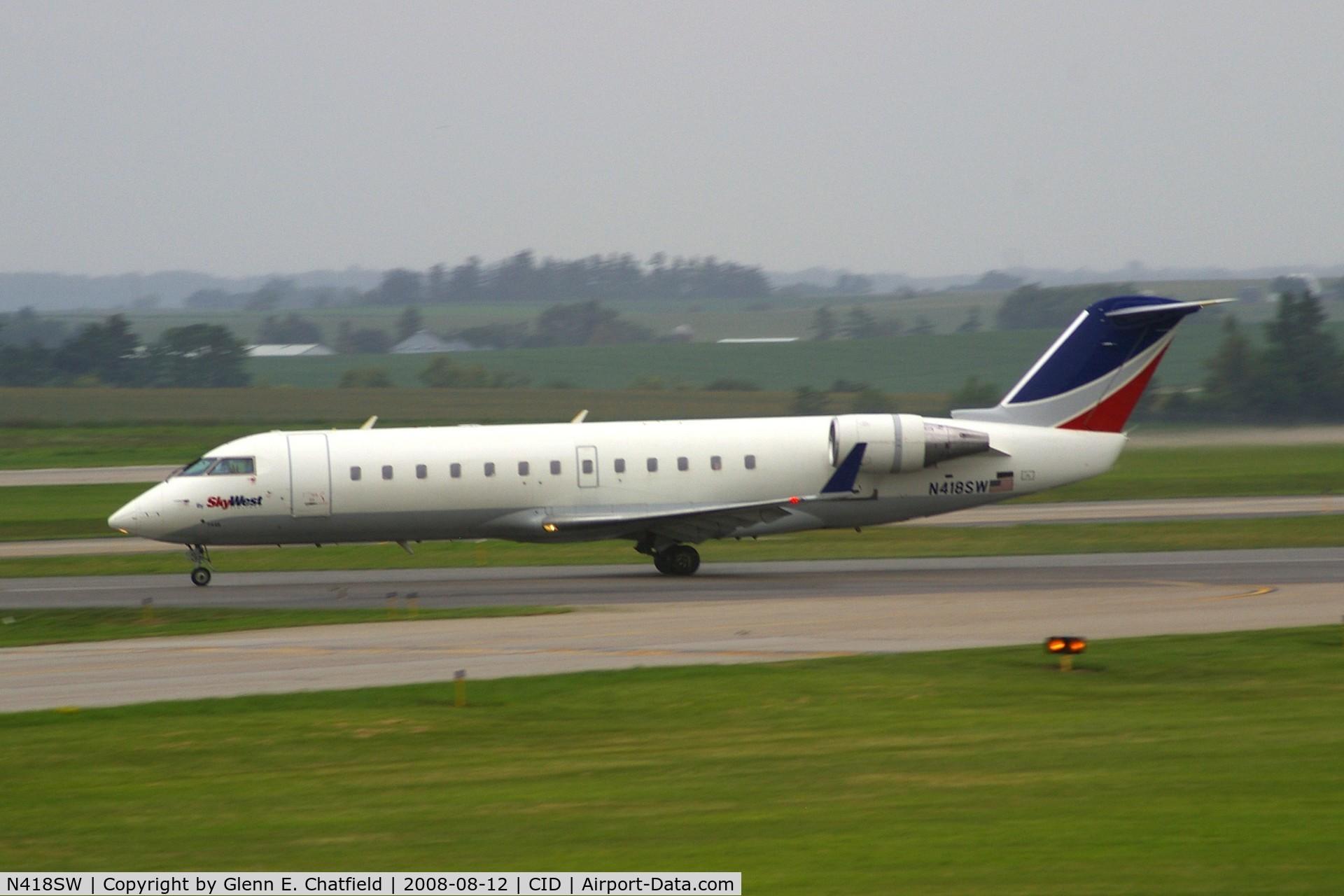 N418SW, 2000 Bombardier CRJ-200LR (CL-600-2B19) C/N 7446, Take-off roll on Runway 13 during light rain