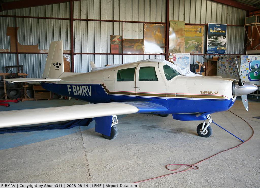 F-BMRV, Mooney M20E Super 21 C/N 512, Inside private hangar...