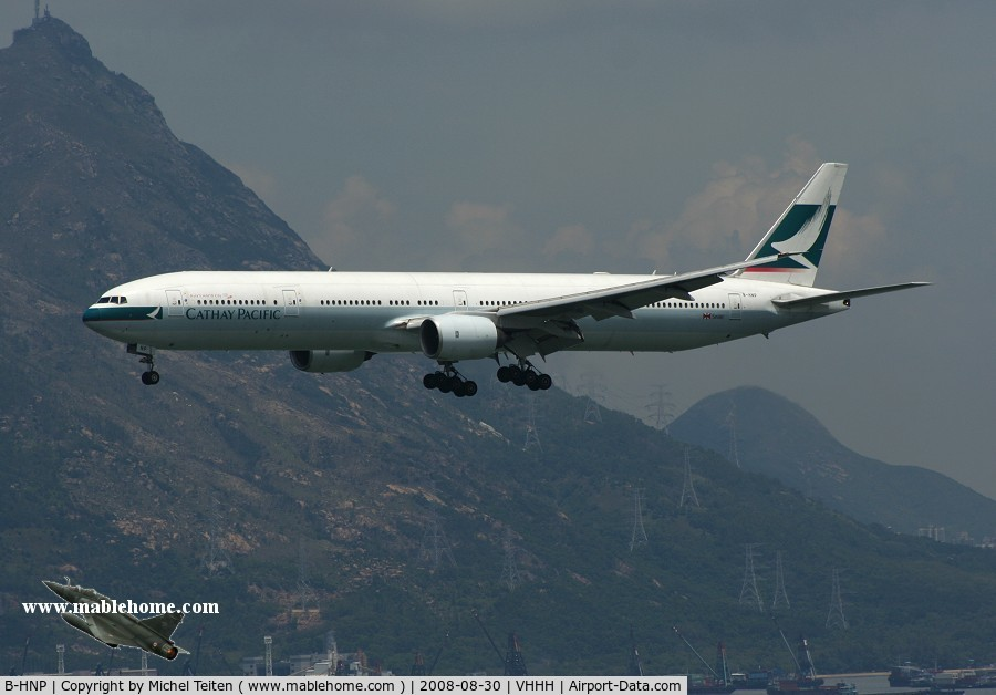 B-HNP, 2005 Boeing 777-367 C/N 34243, Cathay Pacific approaching runway 25R