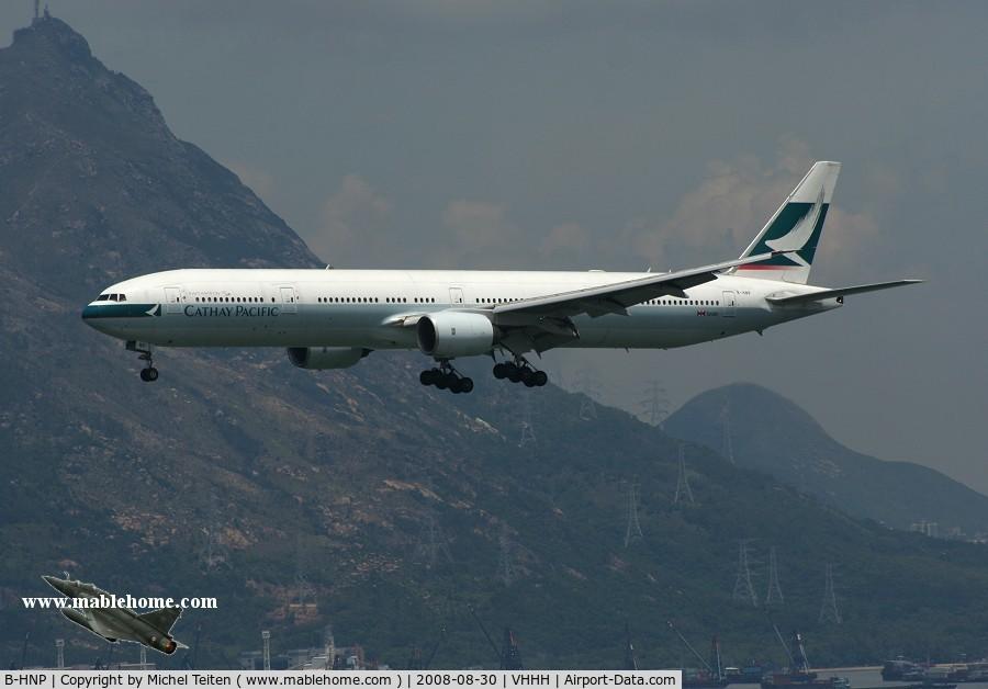 B-HNP, 2005 Boeing 777-367 C/N 34243, Cathay Pacific approaching runway 25R