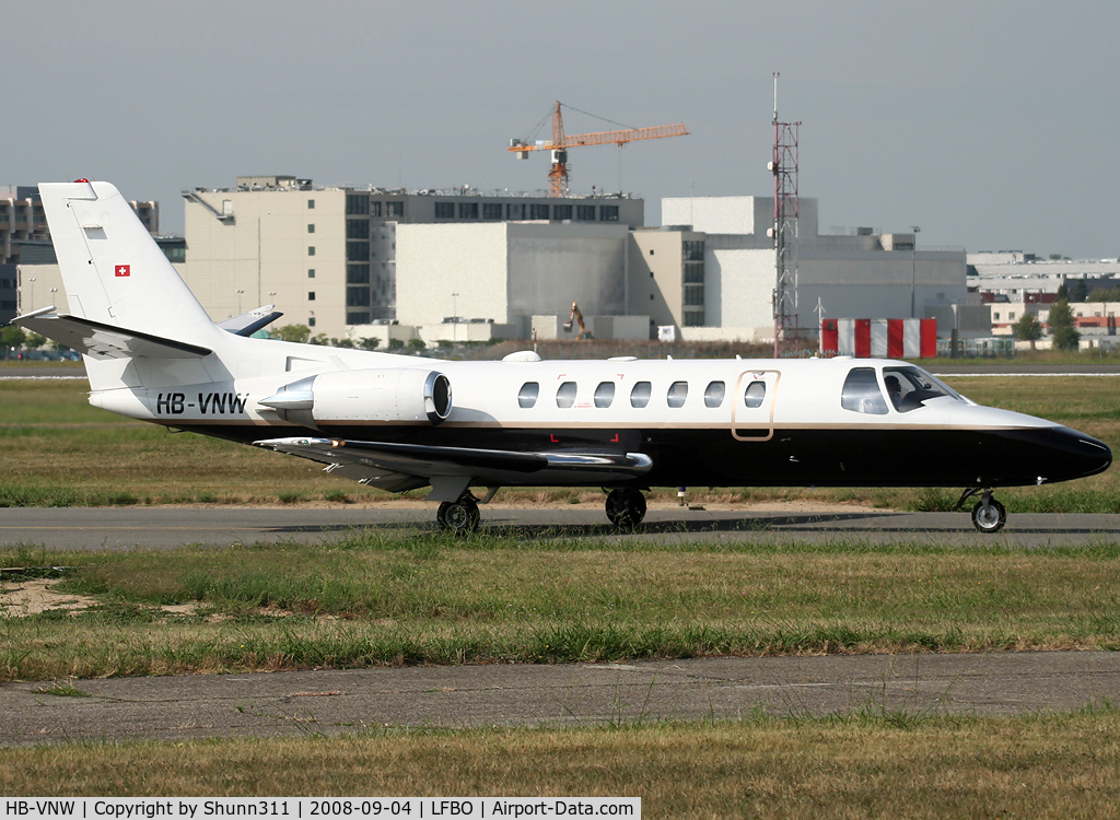 HB-VNW, 1998 Cessna 560 Citation Ultra C/N 560-0457, Rolling to the General Aviation area...