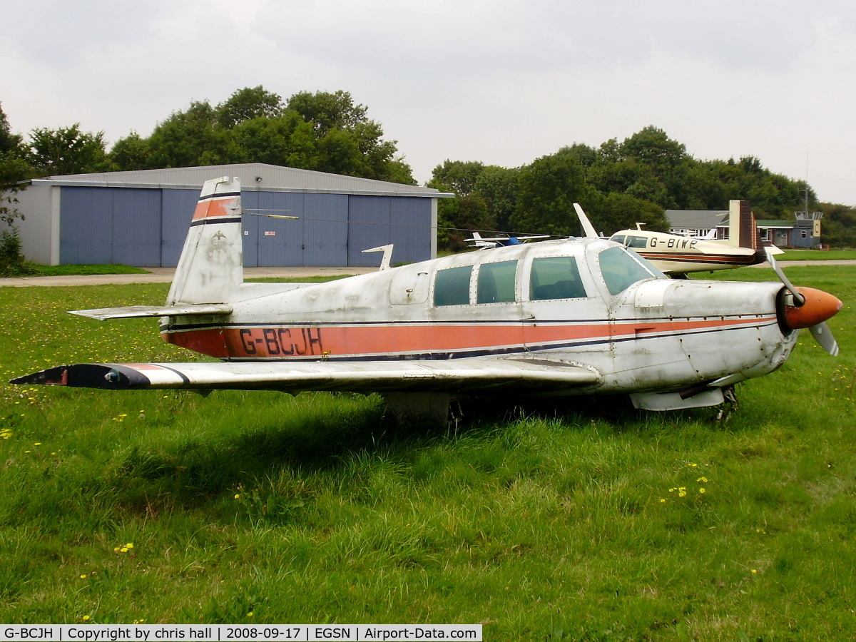 http://www.airport-data.com/images/aircraft/small/227/227253.jpg