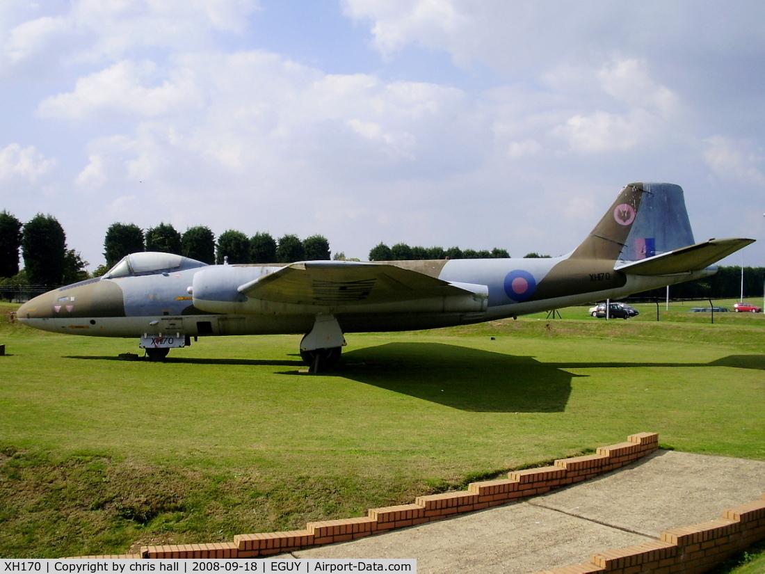 XH170, 1960 English Electric Canberra PR.9 C/N SH1734, Gate Guard at RAF Wyton