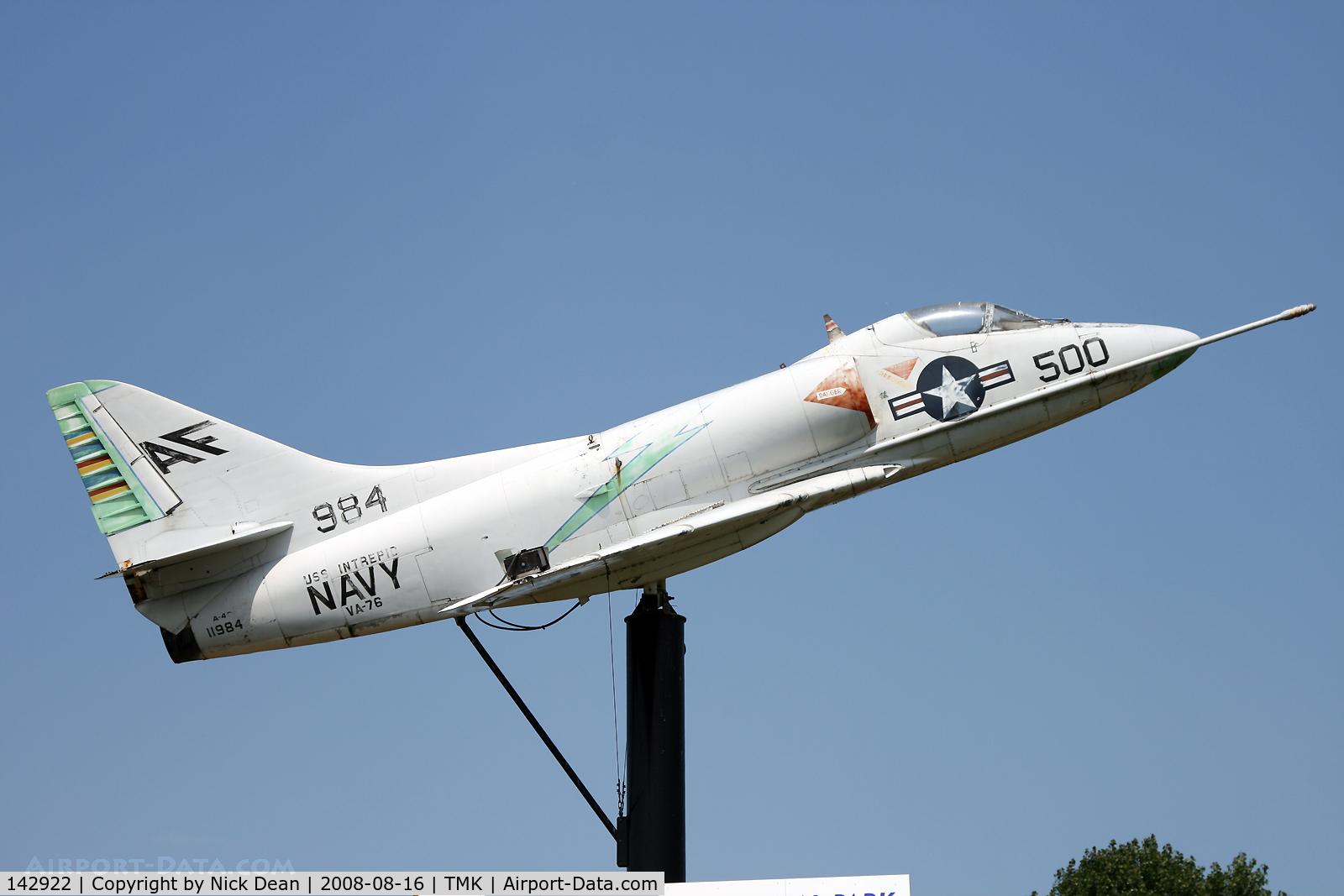 142922, Douglas A-4B Skyhawk C/N 11984, /