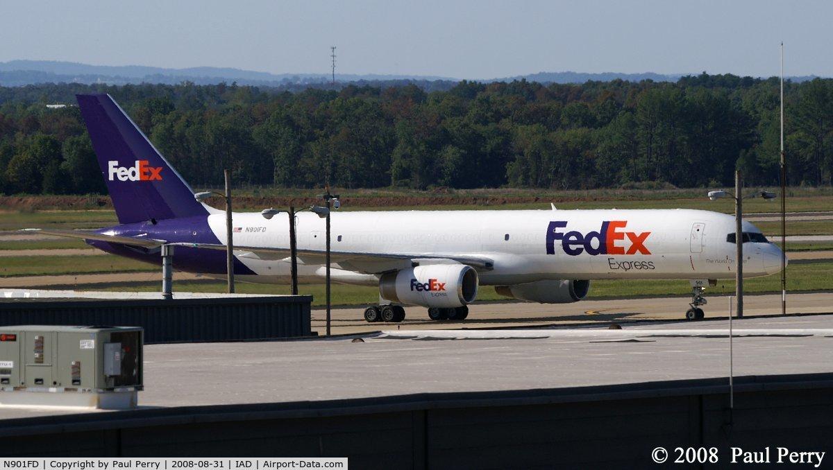 N901FD, 1993 Boeing 757-2B7 C/N 27122, Headed for the cargo ramp