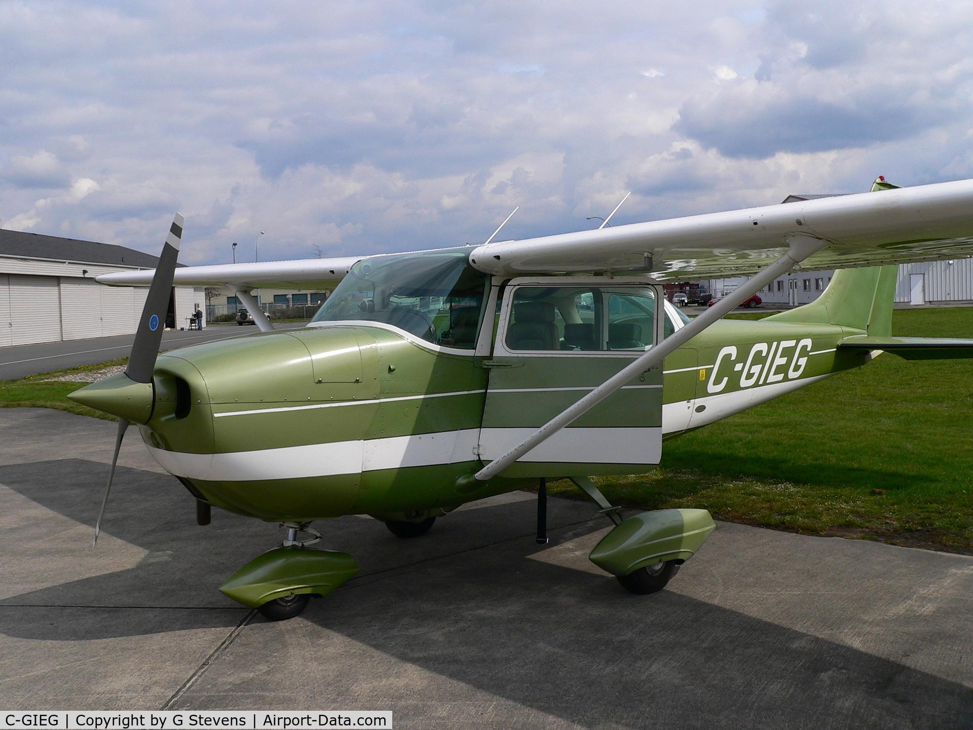 C-GIEG, 1968 Cessna 172K Skyhawk C/N 17257194, Splendid in her original paint!