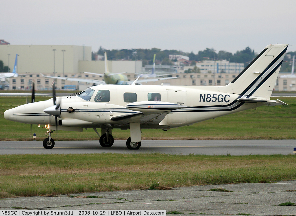N85GC, 1980 Piper PA-31T C/N 31T-8120009, Rolling for departure...