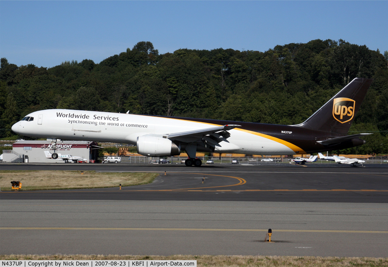 N437UP, 1994 Boeing 757-24APF C/N 25468, /
