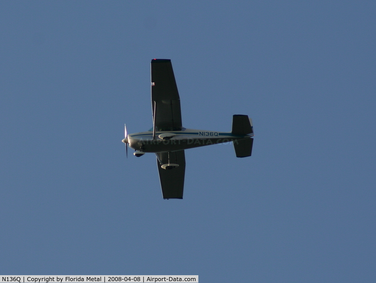 N136Q, 1959 Cessna 182B Skylane C/N 52163, Classic Cessna 182 in holding pattern over Lake Parker on way to Sun N Fun