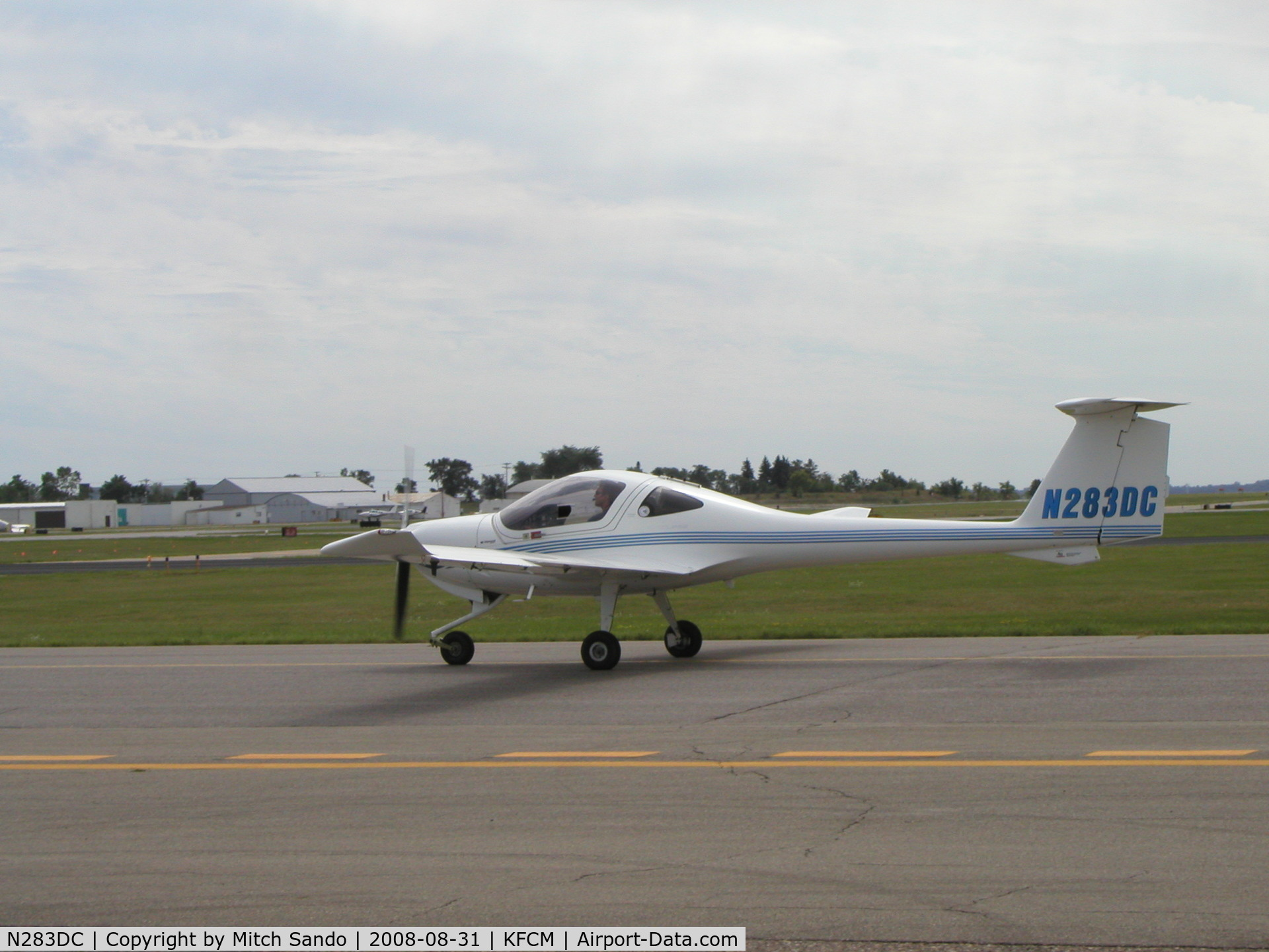 N283DC, 2004 Diamond DA-20C-1 Eclipse C/N C0283, Taxiing to Runway 18.