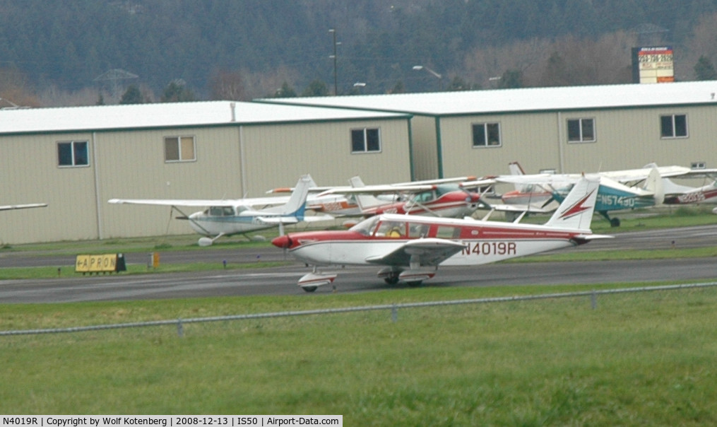 N4019R, 1967 Piper PA-32-300 Cherokee Six C/N 32-40316, preparing for take-off