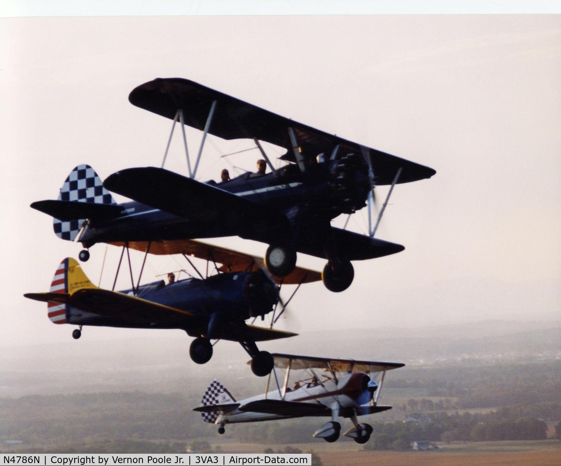 N4786N, Boeing A75N1(PT17) C/N 75-3293, The First Stearman in formation...Dark Blue with White Starburst