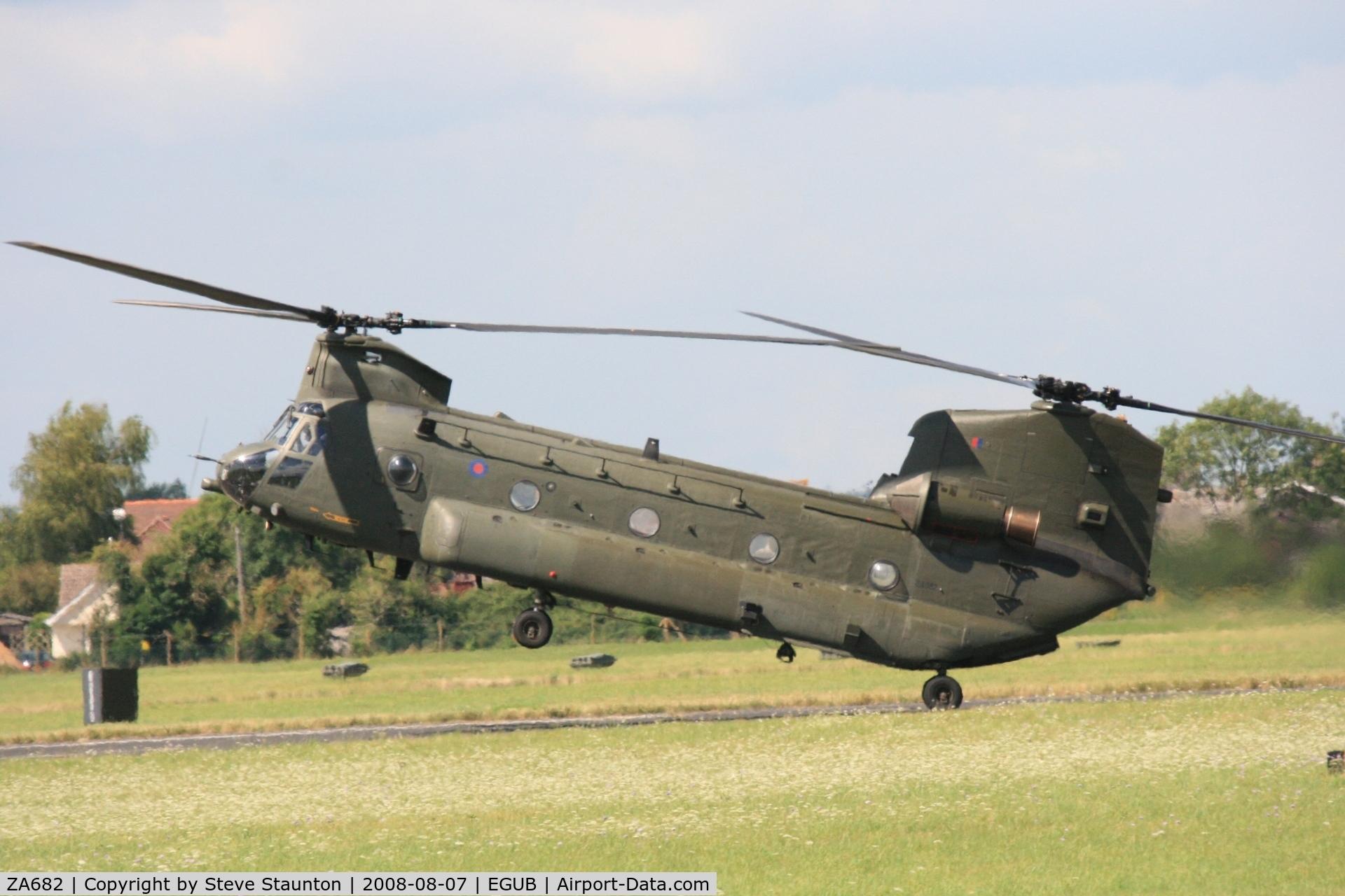 ZA682, Boeing Vertol Chinook HC.2 C/N M/A013/B-831/M7008, RAF Benson Families Day, RAF Benson, Oxfordshire, England - August 2008