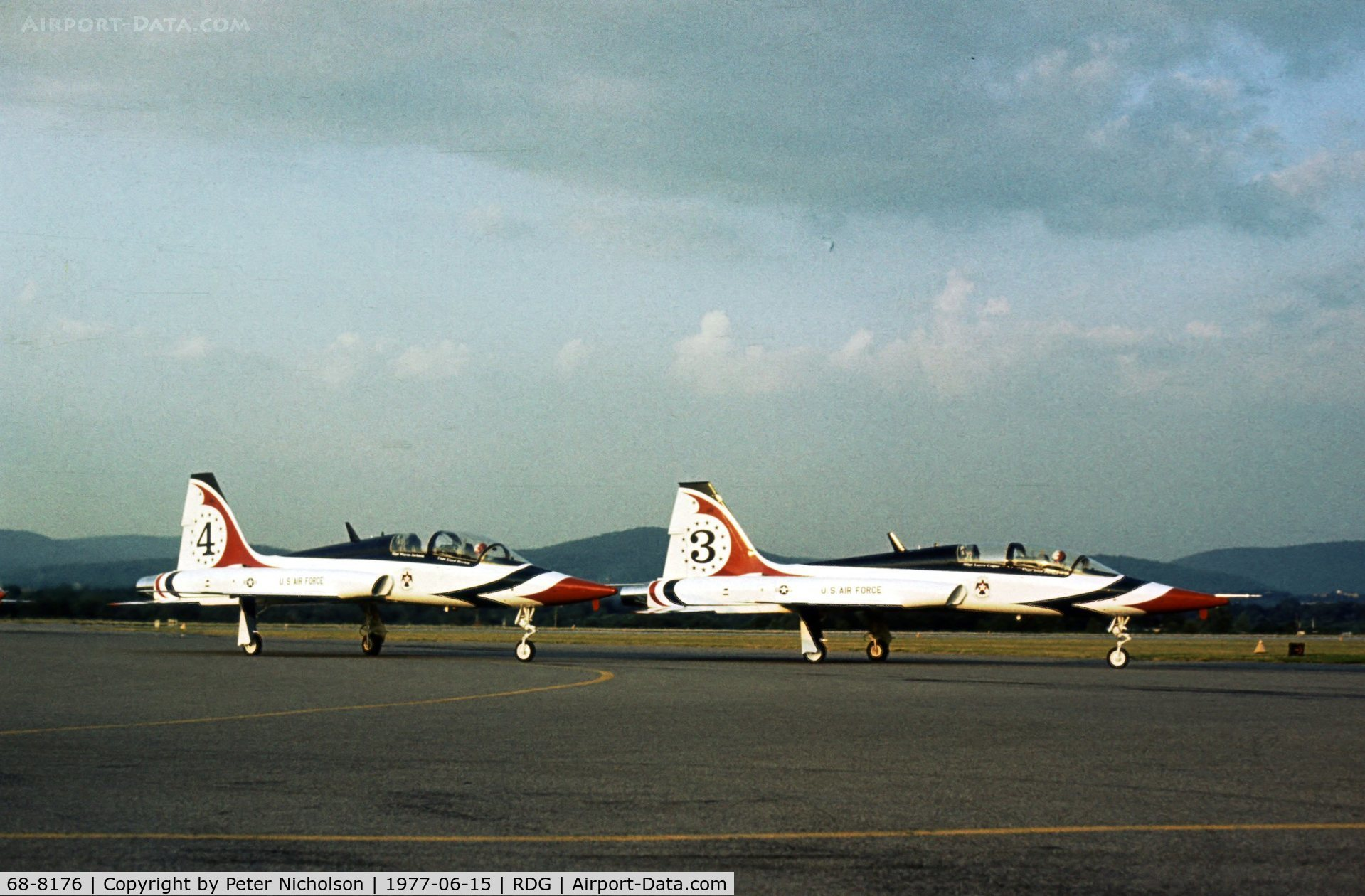 68-8176, Northrop T-38A Talon C/N T.6181, Talon number 3, together with number 4 68-8175, of the Thunderbirds Flight Demonstration Team at the 1977 Reading Airshow