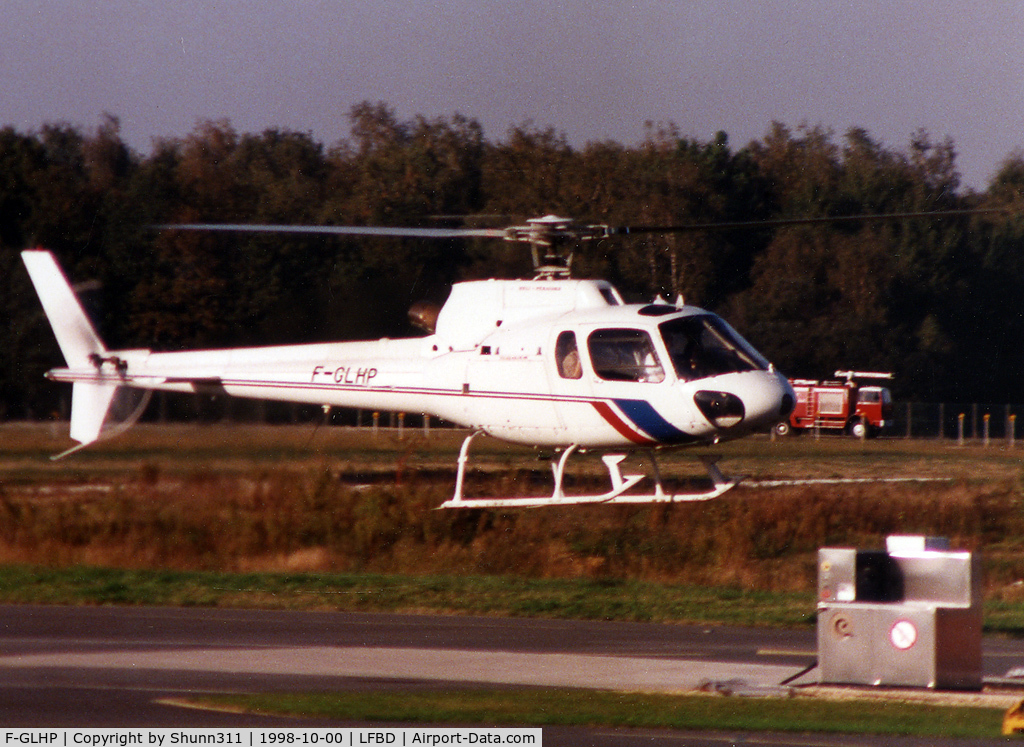 F-GLHP, Eurocopter AS-350B-2 C/N 2609, Arrinving to the General Aviation area...