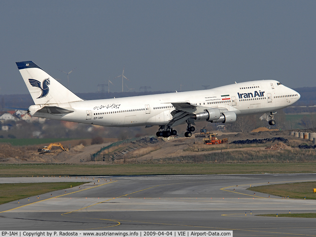 EP-IAH, 1976 Boeing 747-286M C/N 21218, Final approach RWY 16 for this 32 yr old veteran on its flight from THR to VIE