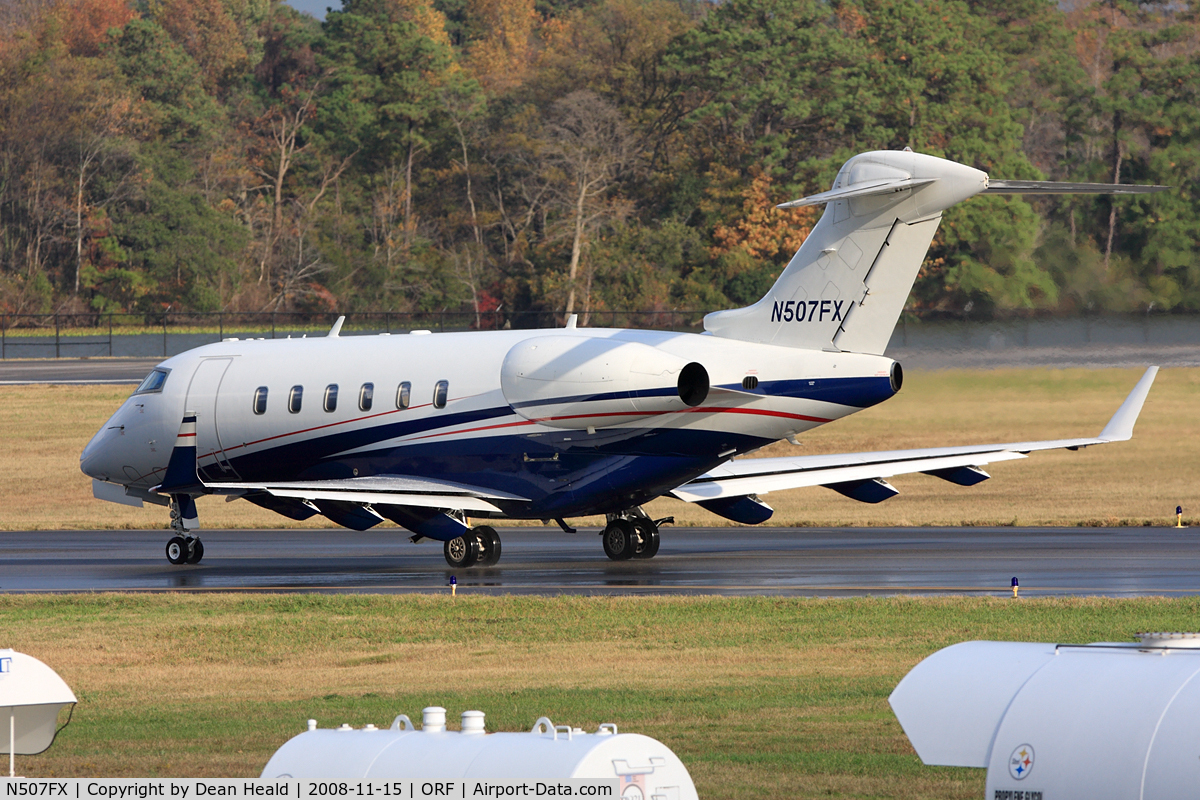 N507FX, 2003 Bombardier Challenger 300 (BD-100-1A10) C/N 20008, Bombardier Flexjet N507FX taxiing to RWY 23 for departure to Vero Beach, FL (KVRB).