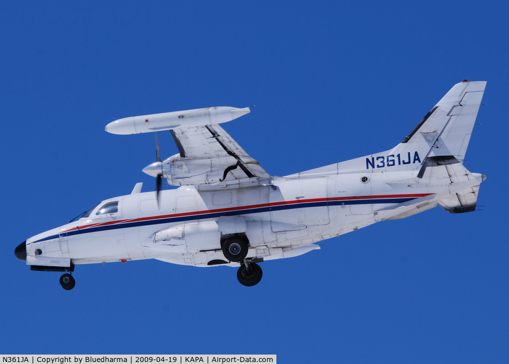 N361JA, Mitsubishi MU-2B-36 C/N 681, On final approach to 17L.