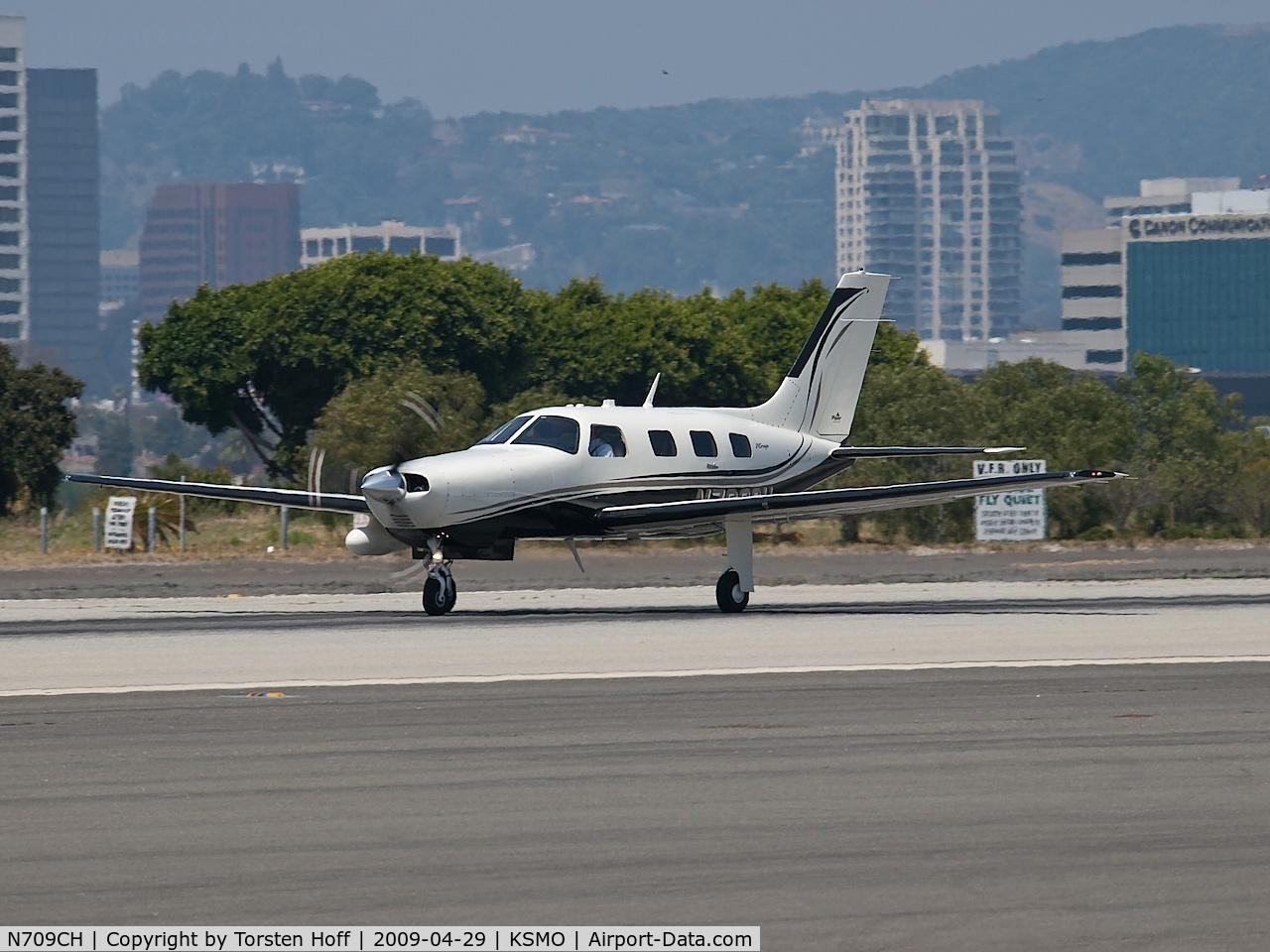 N709CH, 2007 Piper PA-46-350P Malibu Mirage C/N 4636431, N709CH departing from RWY 21