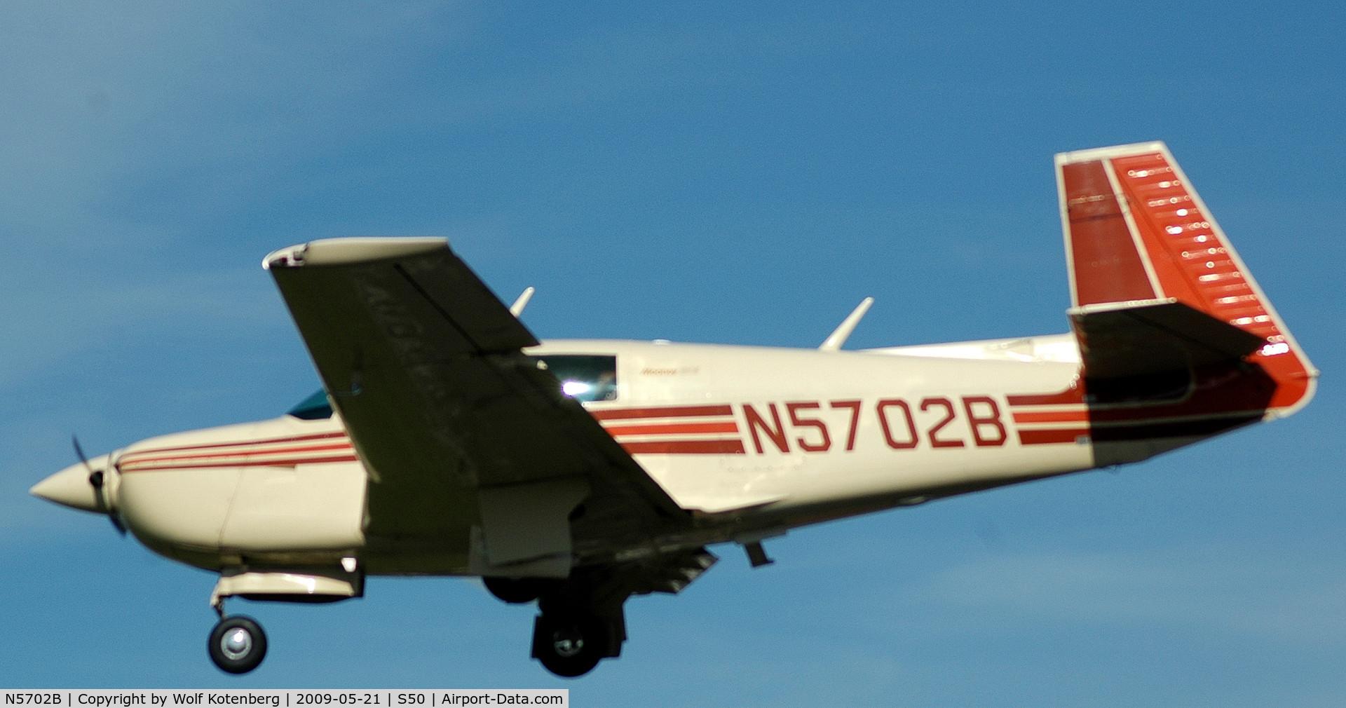 N5702B, 1983 Mooney M20J 201 C/N 24-1417, on final