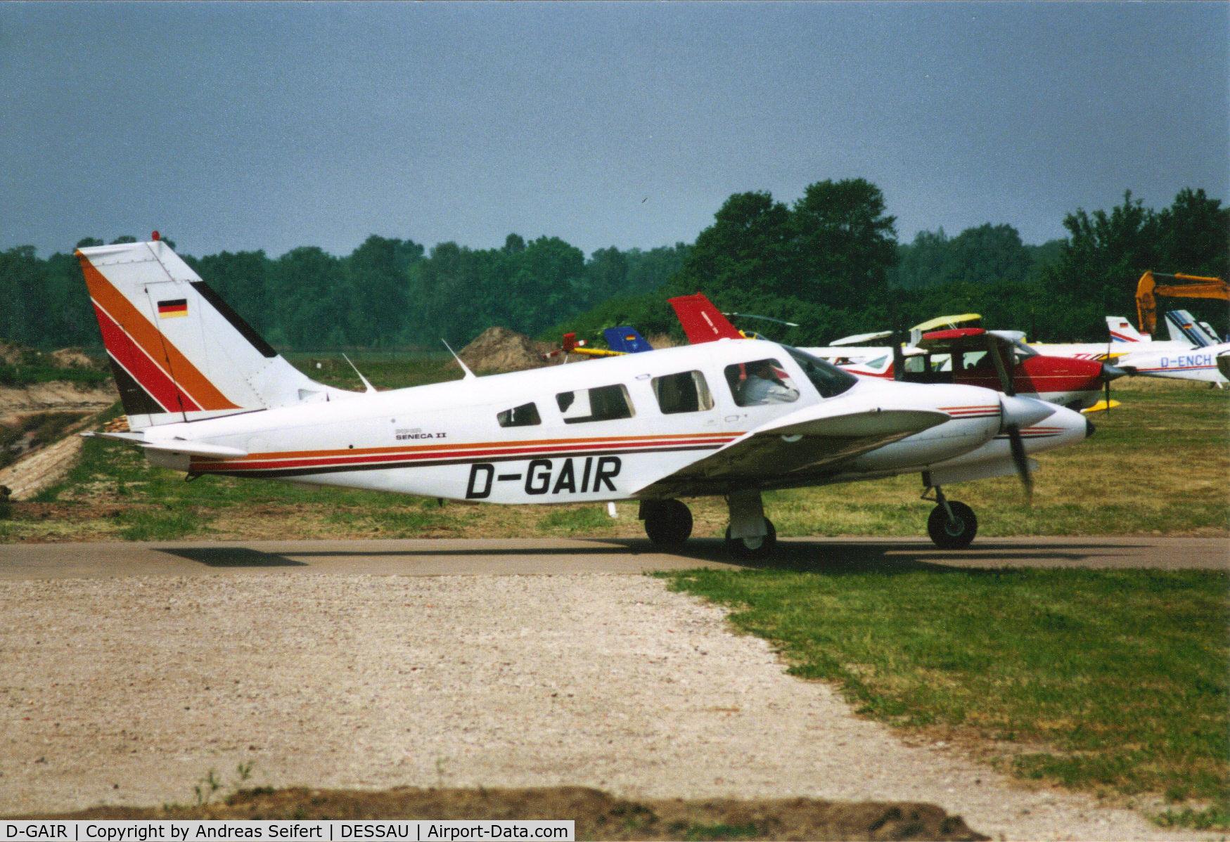 D-GAIR, Piper PA-34-200T Seneca II Seneca C/N 34-807003, Dessau 2001