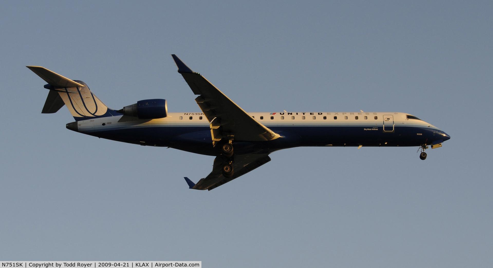 N751SK, 2005 Bombardier CRJ-701ER (CL-600-2C10) Regional Jet C/N 10208, Landing 24R at LAX