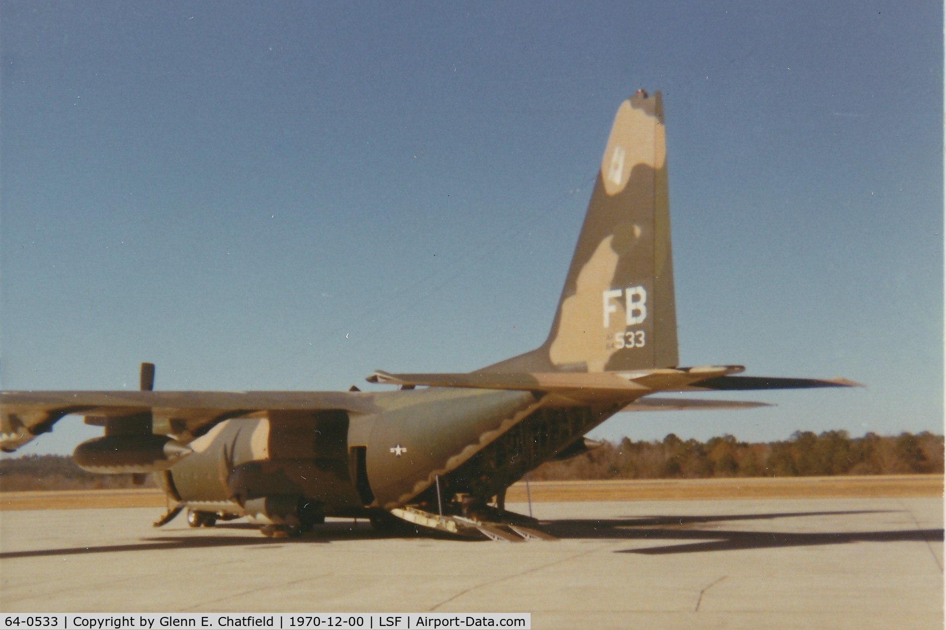 64-0533, 1964 Lockheed C-130E-LM Hercules C/N 382-4022, On the ramp at Lawson Army Airfield, for loading paratroopers in jump school