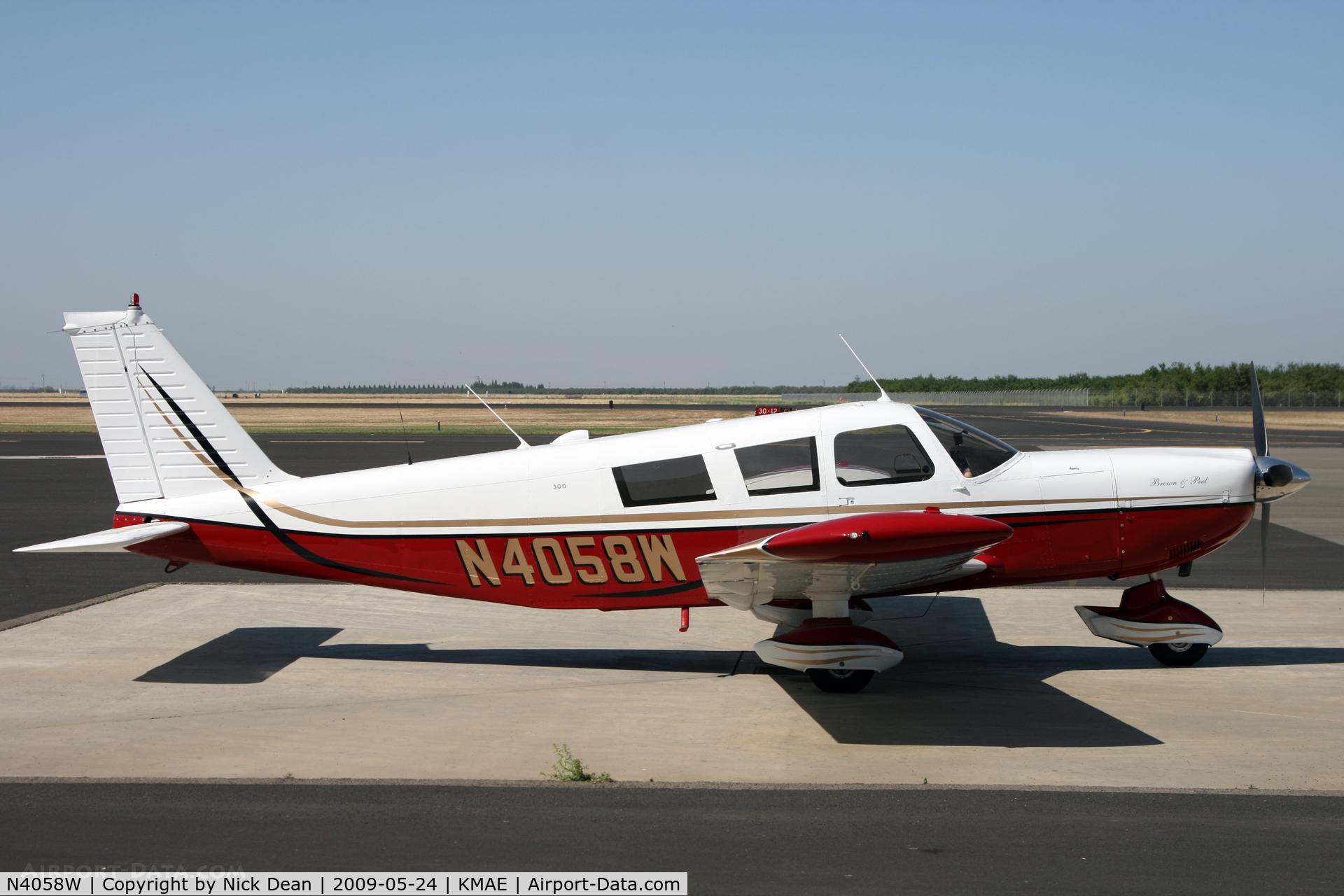 N4058W, 1966 Piper PA-32-300 Cherokee Six C/N 32-40085, KMAE