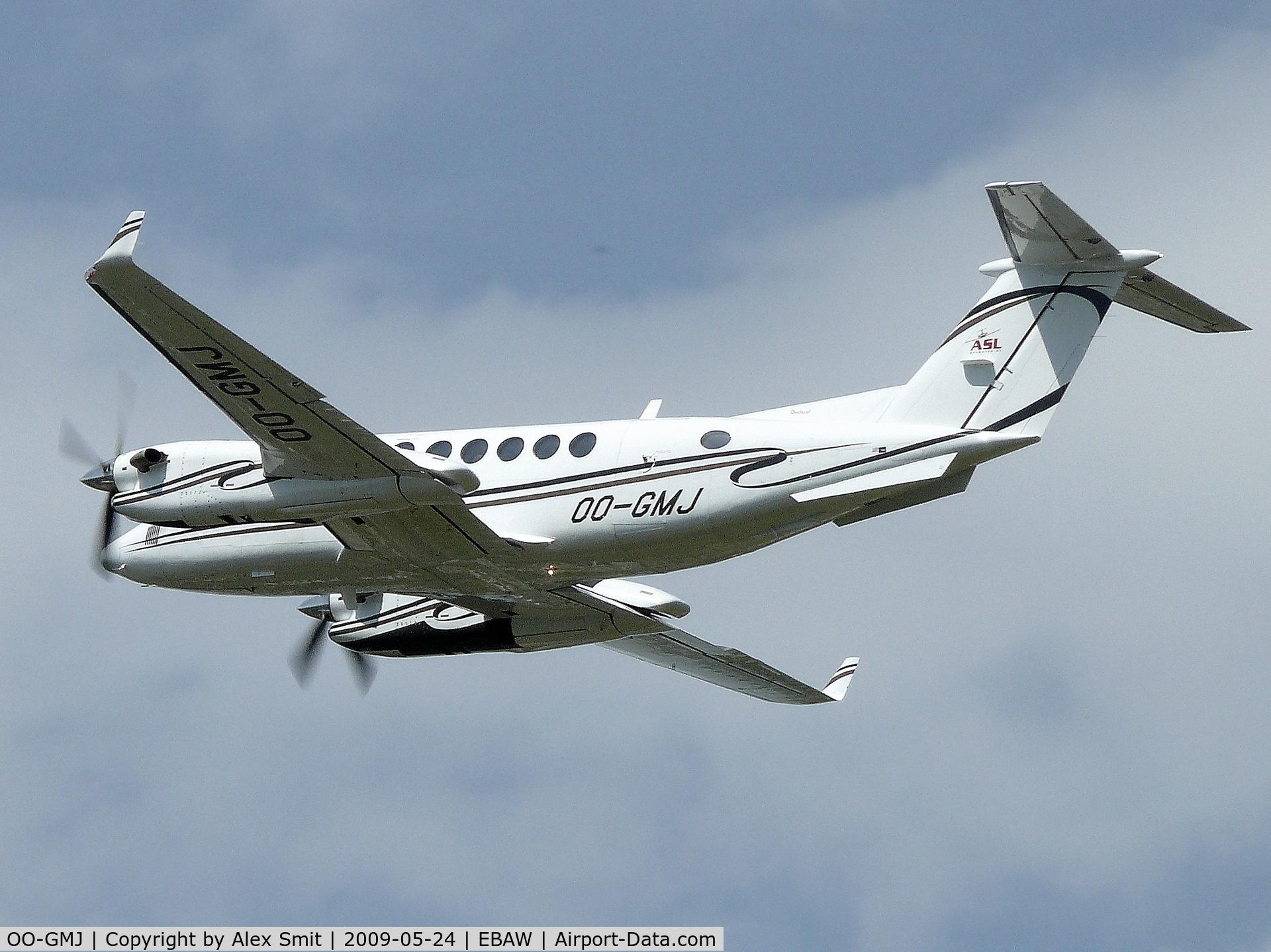 OO-GMJ, Raytheon Aircraft Company B300 C/N FL-460, Beechcraft BeB300 Super King Air 350 OO-GMJ Air Service Liege