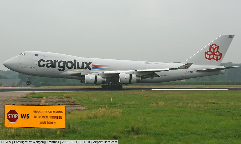 LX-YCV, 2008 Boeing 747-4R7F/SCD C/N 35805/1407, landing @ MST