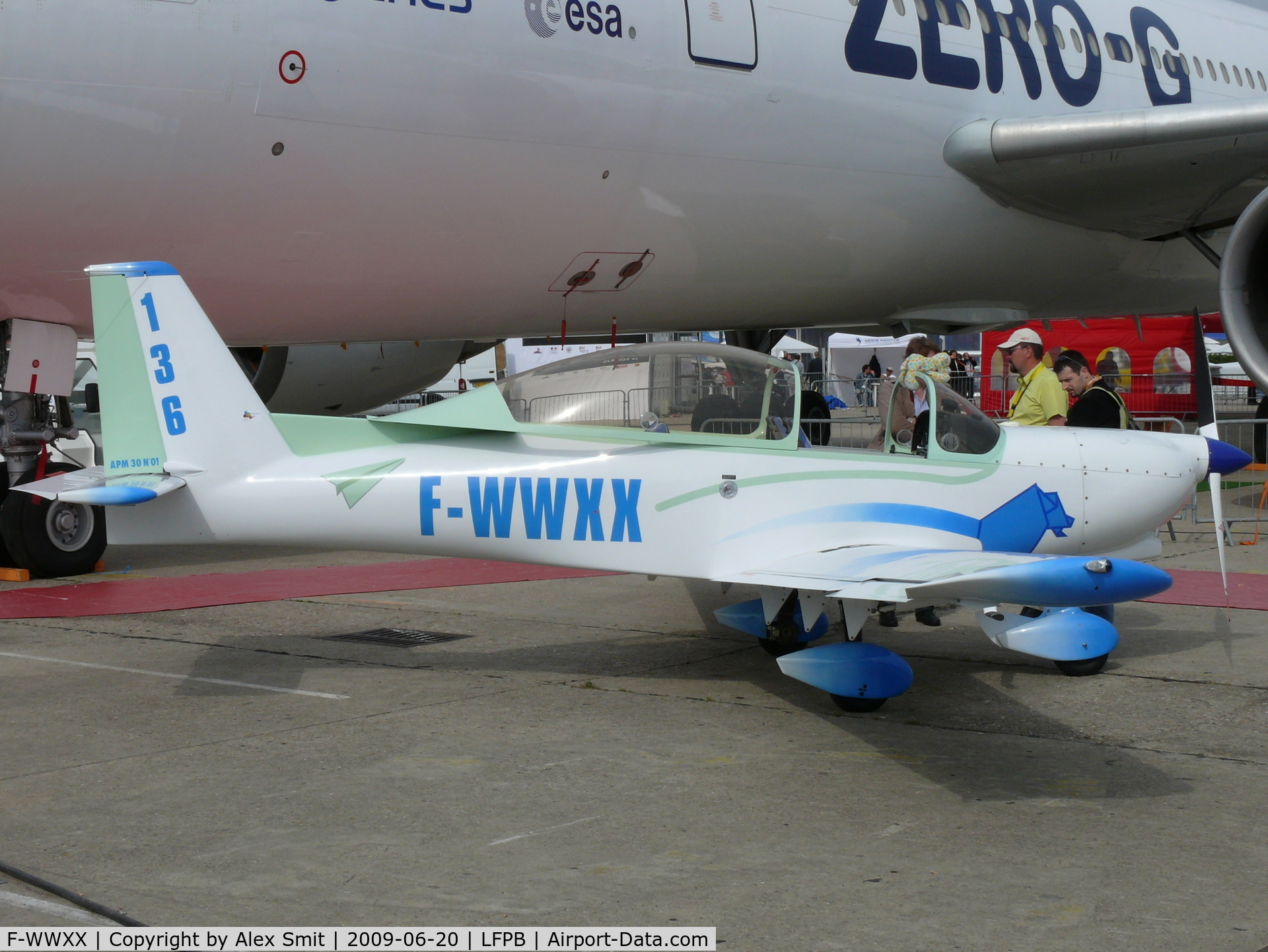 Wwxx http://www.airport-data.com/aircraft/photo/000352106.html