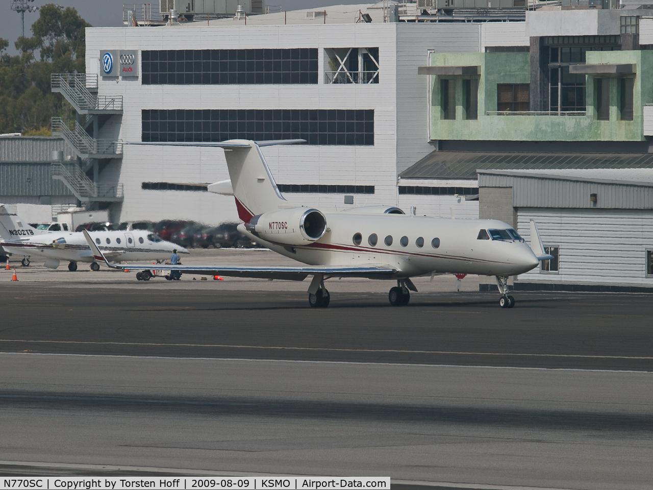 N770SC, 1988 Gulfstream Aerospace G-IV C/N 1056, N770SC taxiing