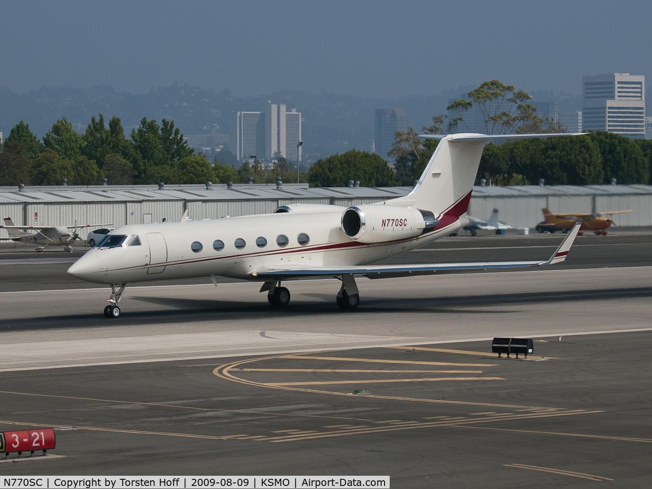 N770SC, 1988 Gulfstream Aerospace G-IV C/N 1056, N770SC departing from RWY 21