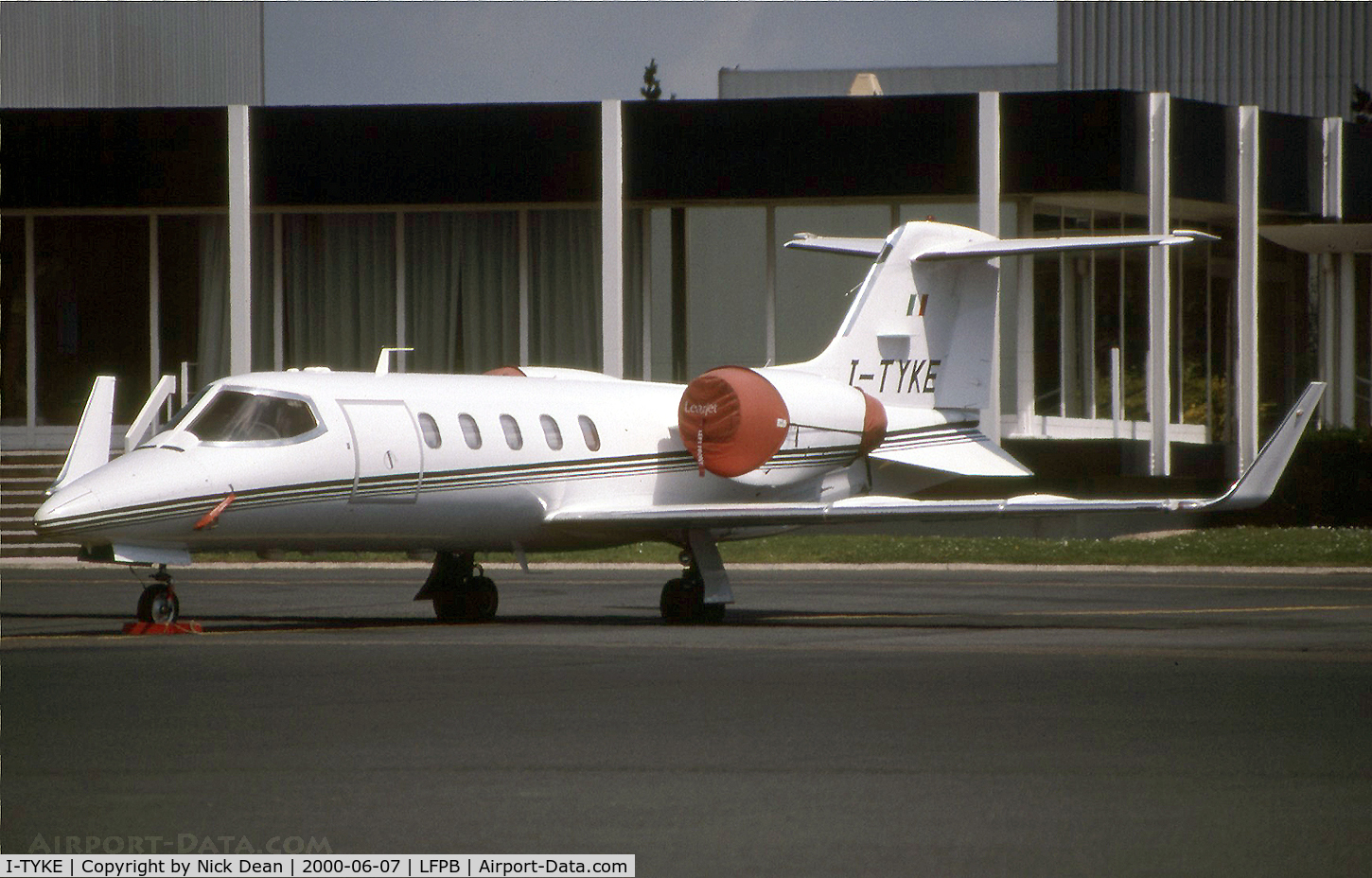 I-TYKE, 1996 Learjet 31A C/N 31-120, LFPB Paris Le Bourget (currently registered C-GHJU and based at CYVR)
