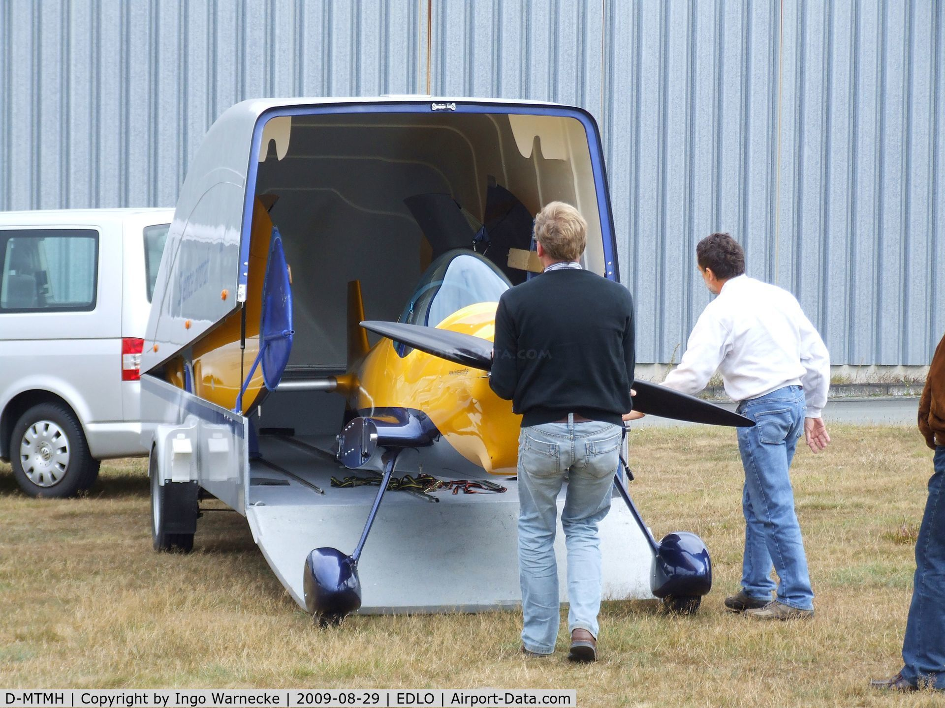 D-MTMH, 2000 Silence Twister C/N 001, Silence Twister prototype being unloaded from the company trailer at the 2009 OUV-Meeting at Oerlinghausen airfield