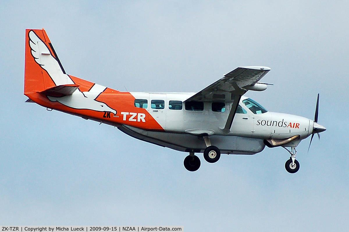 ZK-TZR, 2002 Cessna 208 Caravan I C/N 20800360, At Auckland
