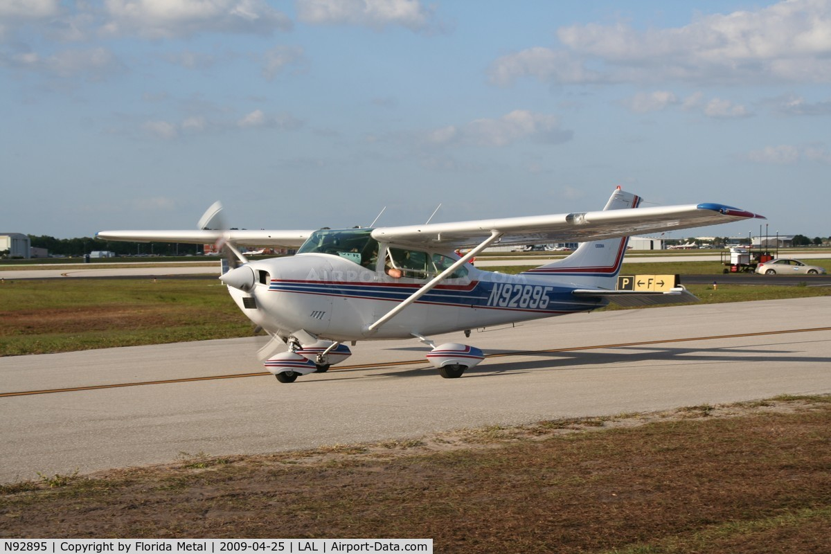 1970 Cessna Skylane 182 http://www.airport-data.com/aircraft/photo/000386919.html