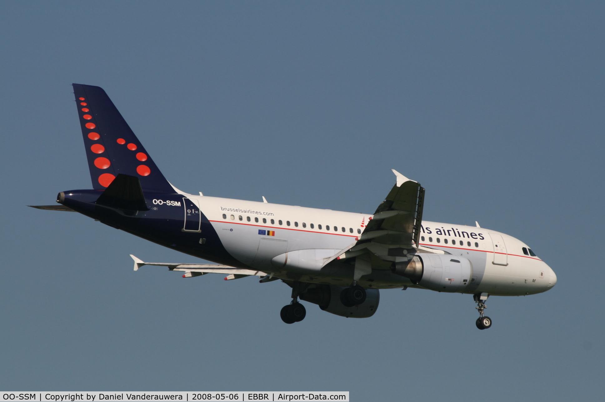 OO-SSM, 2000 Airbus A319-112 C/N 1388, flight SN3154 is descending to rwy 02