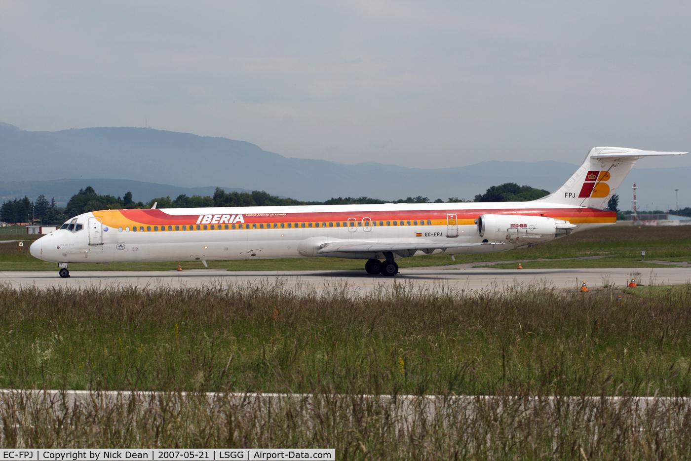 EC-FPJ, 1992 McDonnell Douglas MD-88 C/N 53310, LSGG
