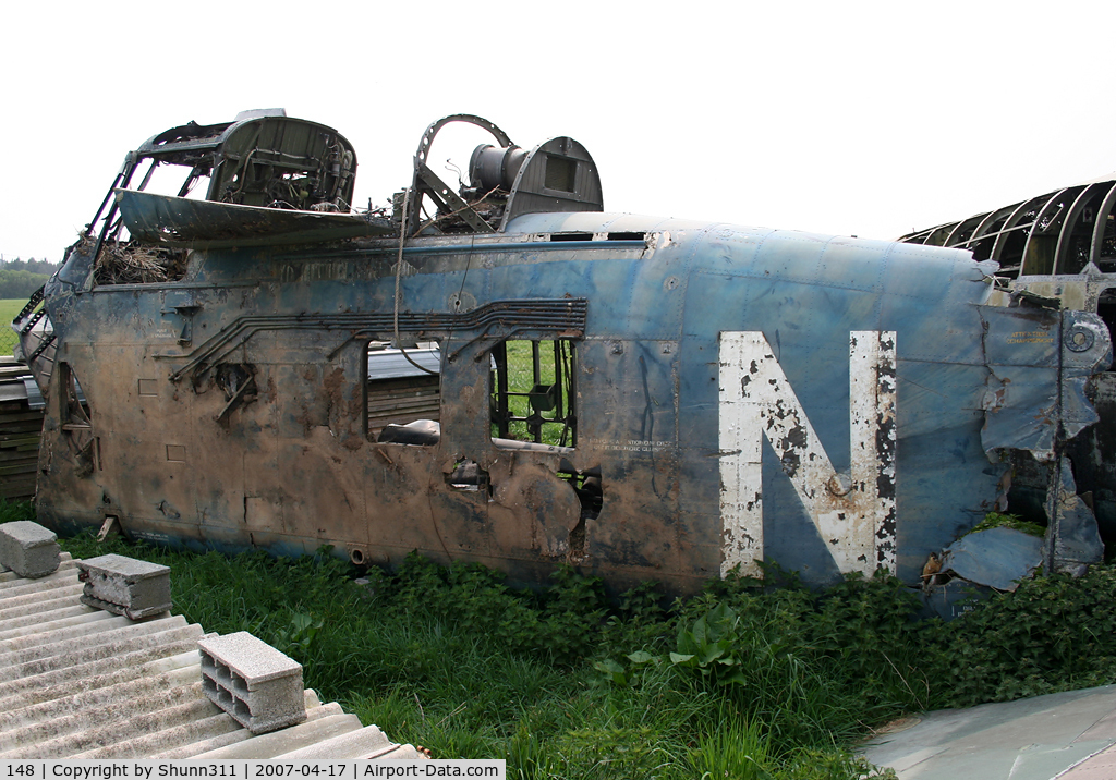148, Sikorsky HSS-1 Seabat C/N SA148, HSS-1 stored in very bad conditions... Left side... Ex. French Navy...