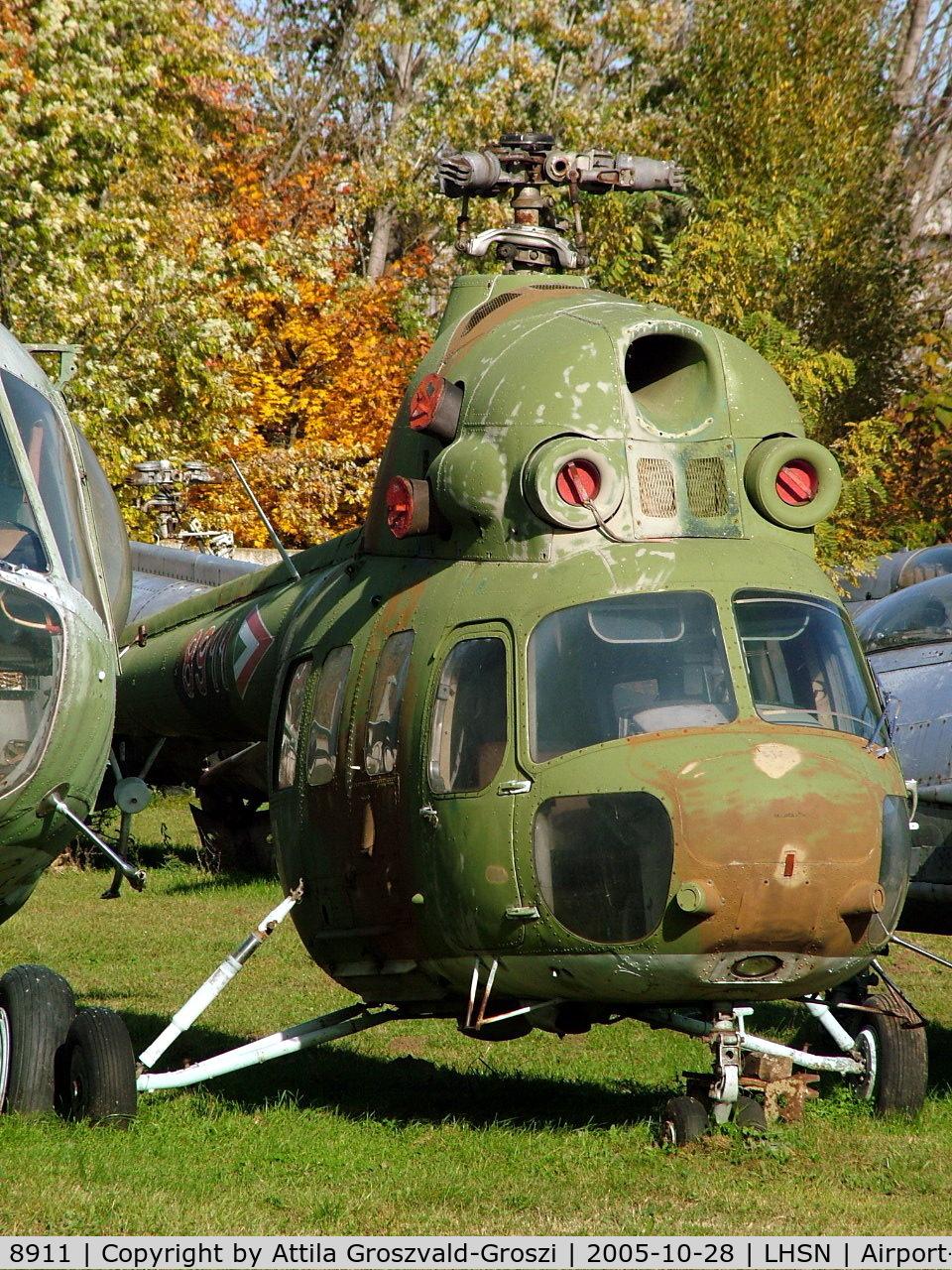 8911, 1984 Mil (PZL-Swidnik) Mi-2 C/N 518911104, Szolnok-Szandaszölös airplane museum.