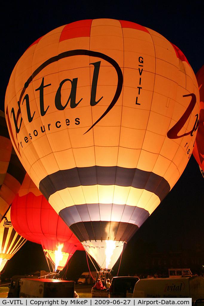 G-VITL, 2000 Lindstrand Balloons Ltd LBL 105A C/N 720, 2009 Night Glow at Capesthorne Hall, Cheshire.