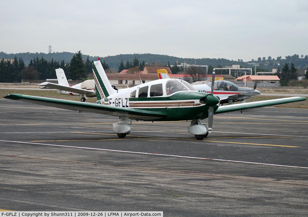 F-GFLZ, Piper PA-28-181 C/N 28-8690049, Parked...