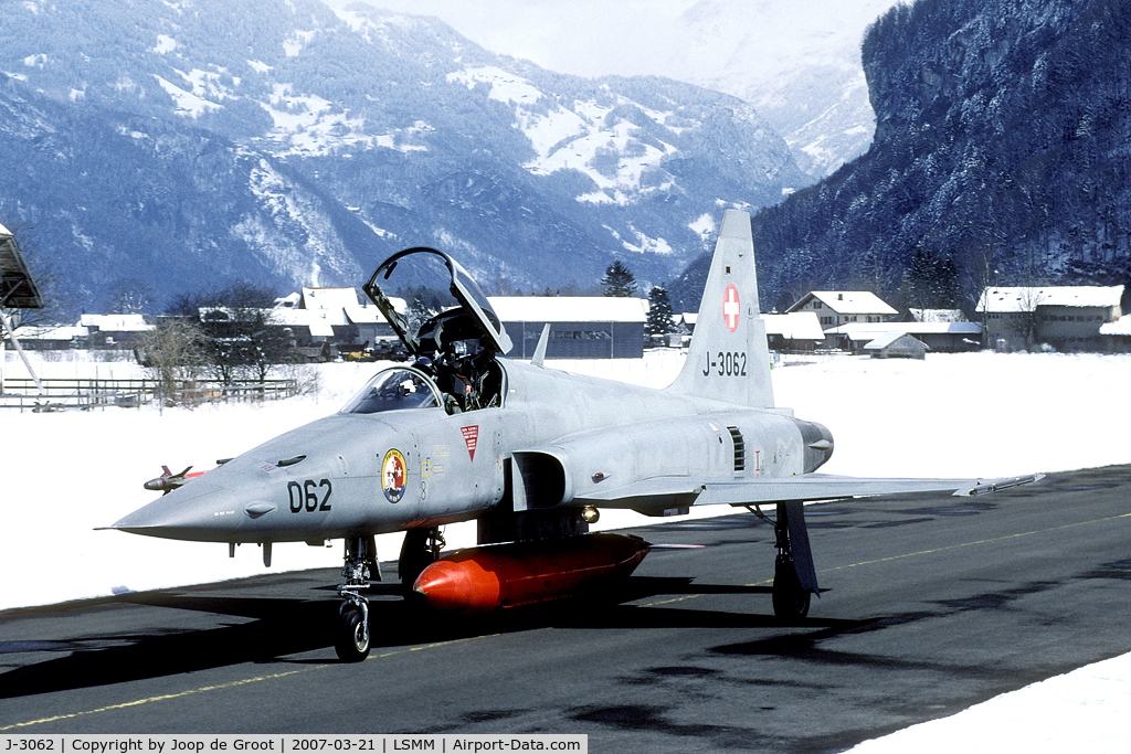 J-3062, 1983 Northrop F-5E Tiger II C/N L.1062, this snow in March was quite unexpected.