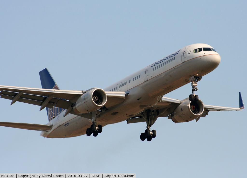 N13138, 1999 Boeing 757-224 C/N 30351, B752 short final 27.